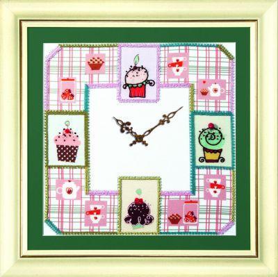 Б727 Часы с пироженками чм (Чарiвна Мить, Чарiвна Мить) канва с рисунком для вышивания бисером hobby